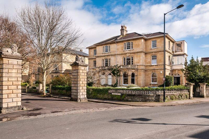 2 bed flat to rent in Cambridge Park 10