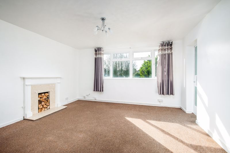 2 bed flat for sale in Maskelyne Avenue - Property Image 1