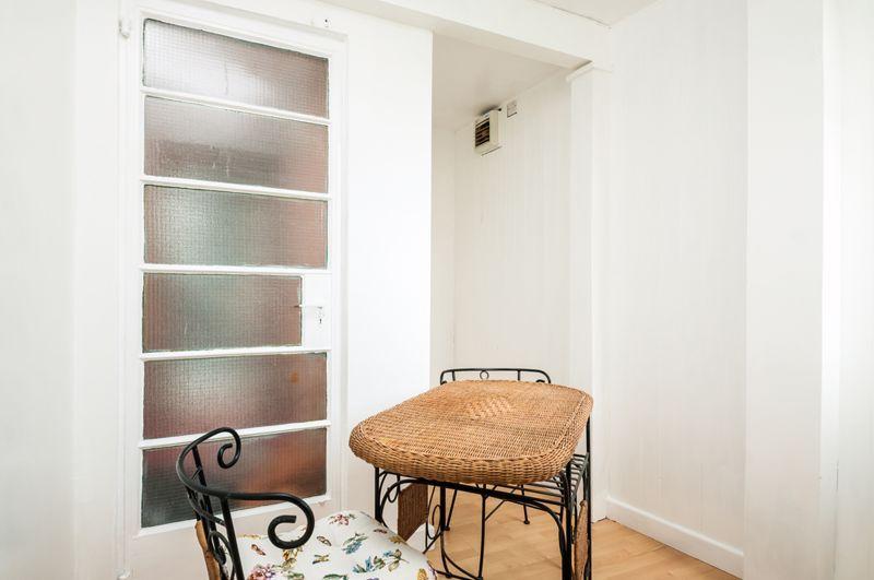 2 bed flat for sale in Maskelyne Avenue 3