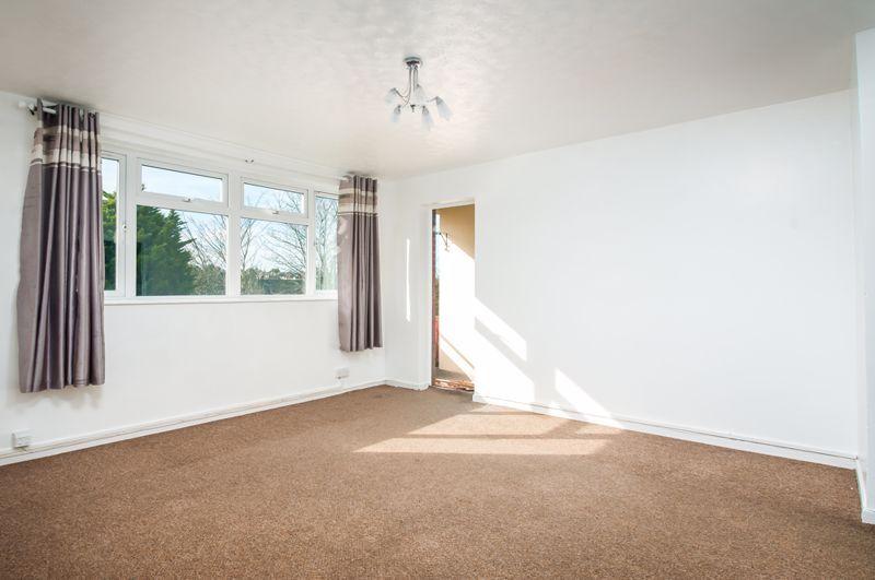 2 bed flat for sale in Maskelyne Avenue 7