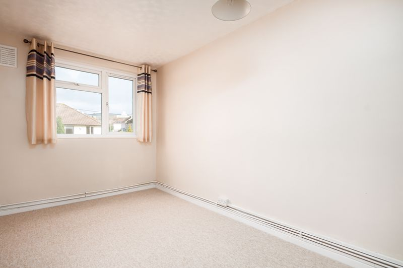 2 bed flat for sale in Maskelyne Avenue 8