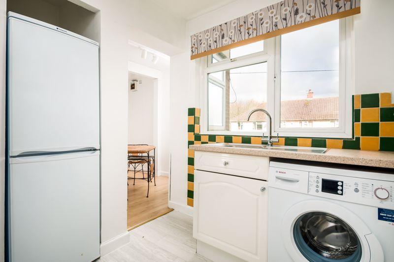 2 bed flat for sale in Maskelyne Avenue 10