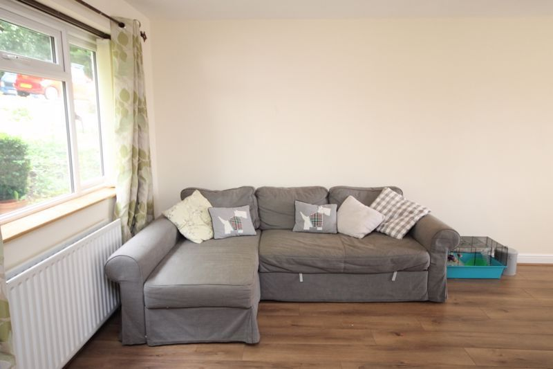 3 bed house to rent in South Hayes 2