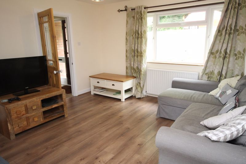 3 bed house to rent in South Hayes 3