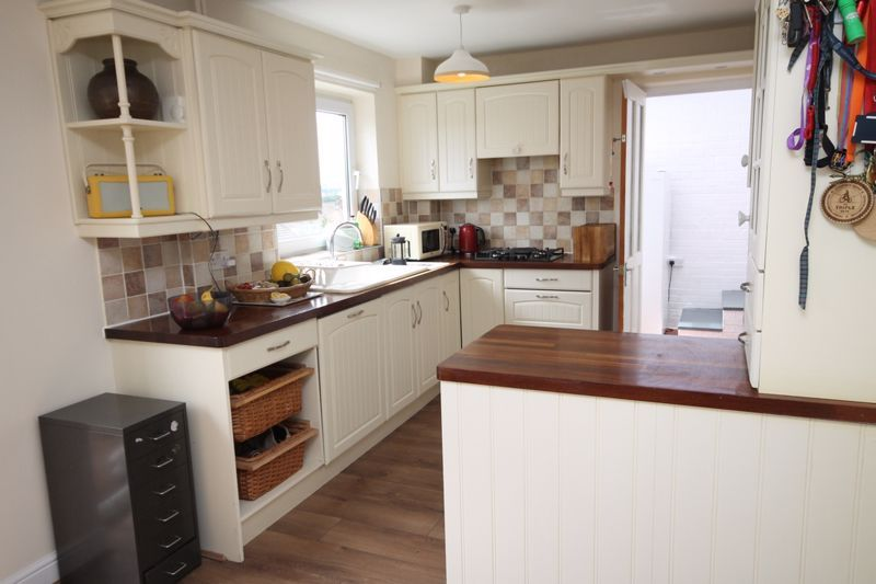 3 bed house to rent in South Hayes 4