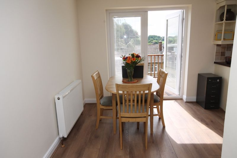 3 bed house to rent in South Hayes 6