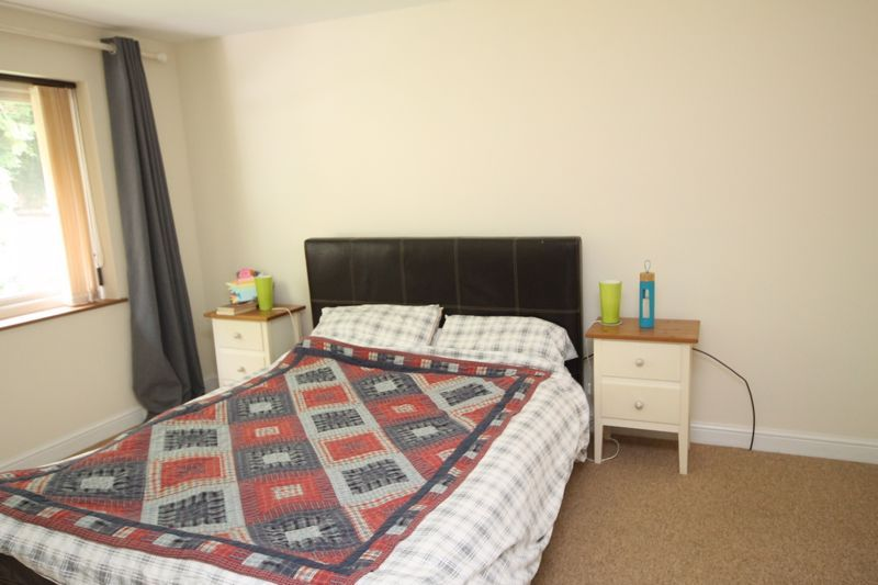 3 bed house to rent in South Hayes 9