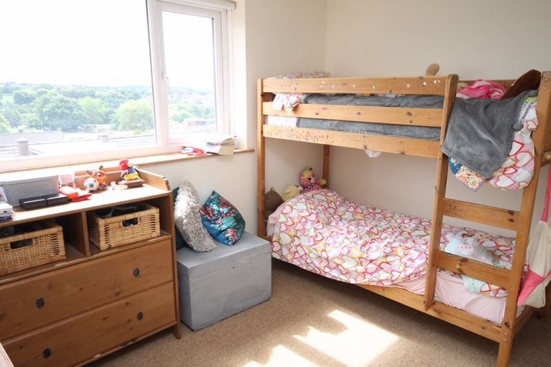 3 bed house to rent in South Hayes 10
