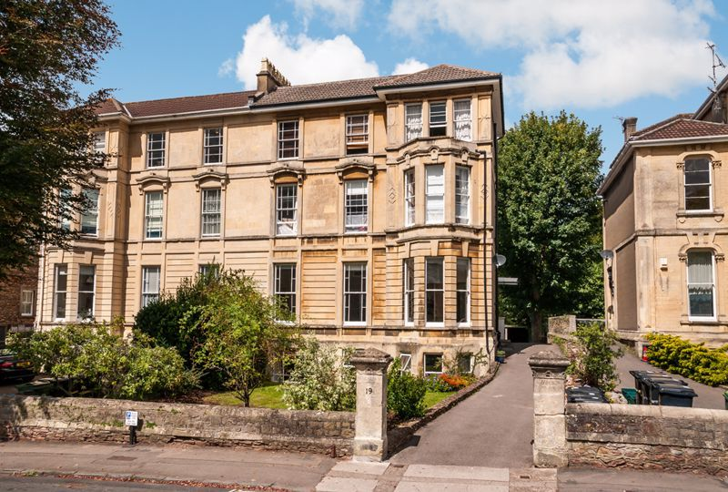 3 bed flat for sale in Apsley Road, BS8