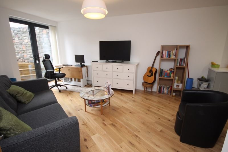 1 bed flat to rent in Balfour Road 1