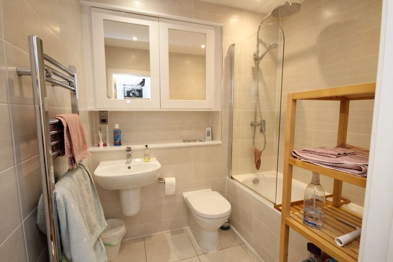 1 bed flat to rent in Balfour Road 3
