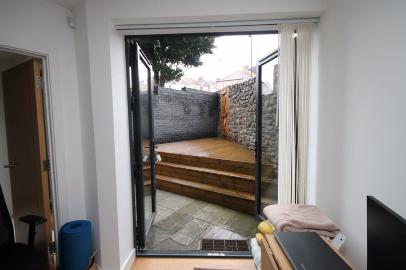 1 bed flat to rent in Balfour Road 6