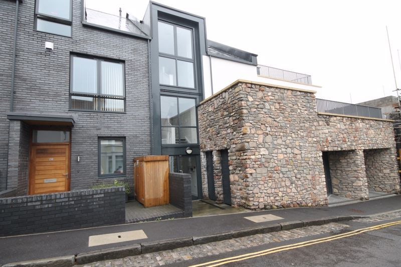 1 bed flat to rent in Balfour Road 7