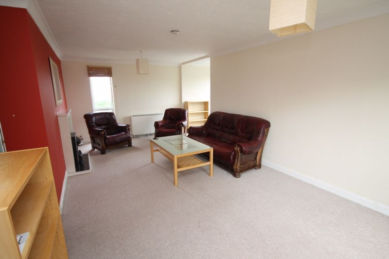 2 bed flat to rent in Ison Hill Road 2