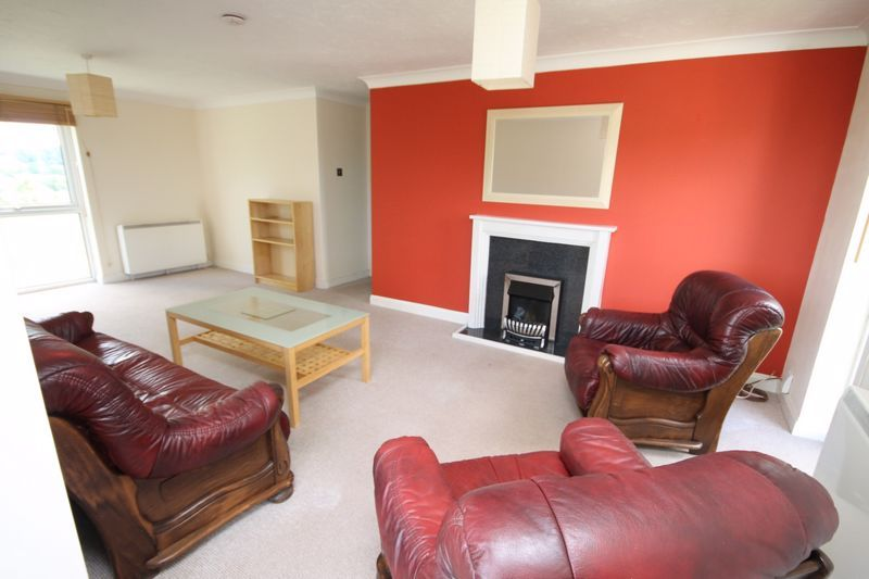 2 bed flat to rent in Ison Hill Road 3
