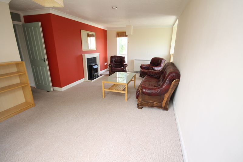 2 bed flat to rent in Ison Hill Road 4