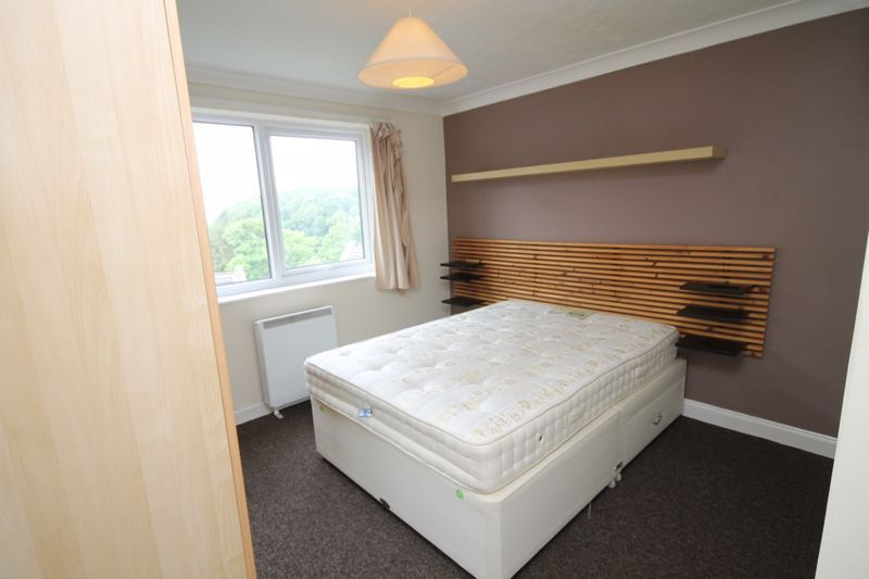 2 bed flat to rent in Ison Hill Road 7
