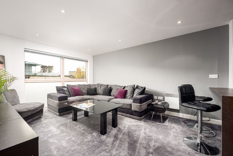 2 bed flat for sale in Merchants Road, BS8