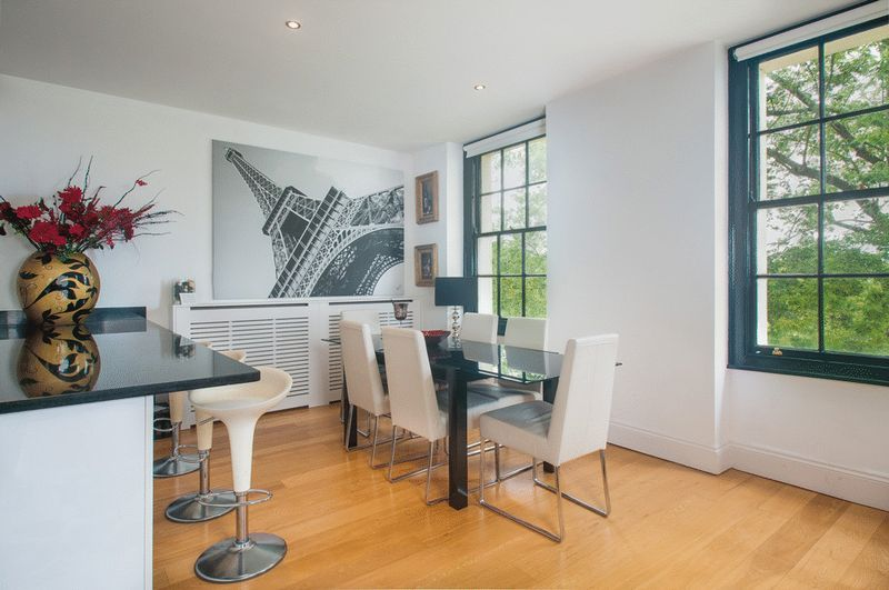 2 bed flat for sale in Cornwallis Grove  - Property Image 3