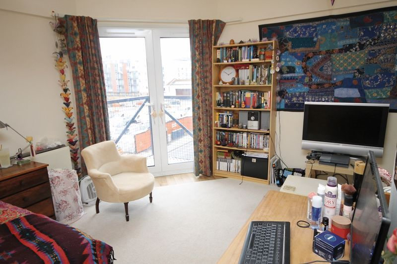 1 bed flat to rent in Ferry Street 1