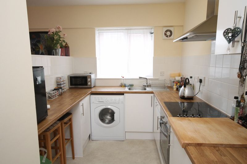 1 bed flat to rent in Ferry Street 3