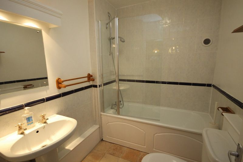 2 bed flat to rent in Hotwell Road 3