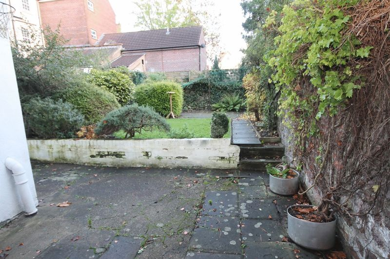 2 bed flat to rent in Hotwell Road 7