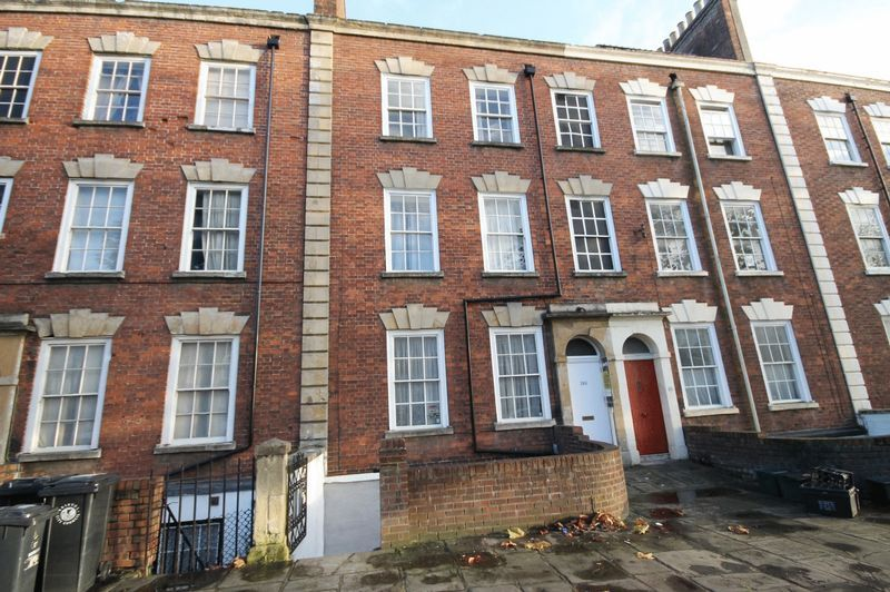 2 bed flat to rent in Hotwell Road 8