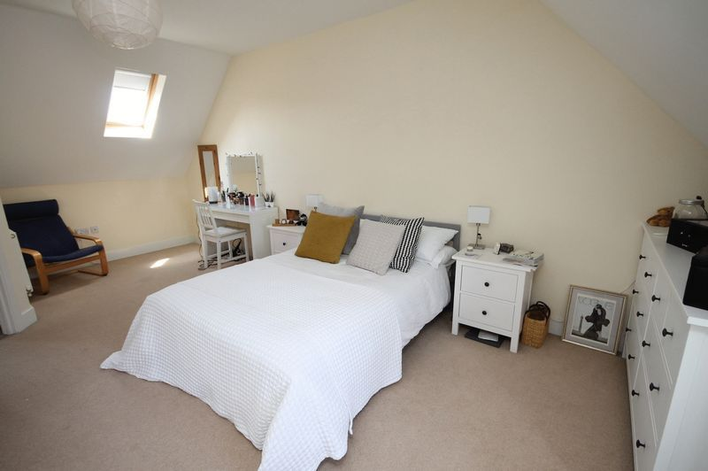 4 bed house to rent in Blackcurrant Drive 3