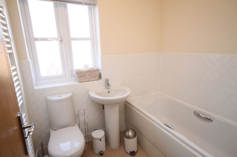 4 bed house to rent in Blackcurrant Drive 8