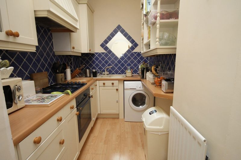 2 bed flat to rent in Apsley Road 4