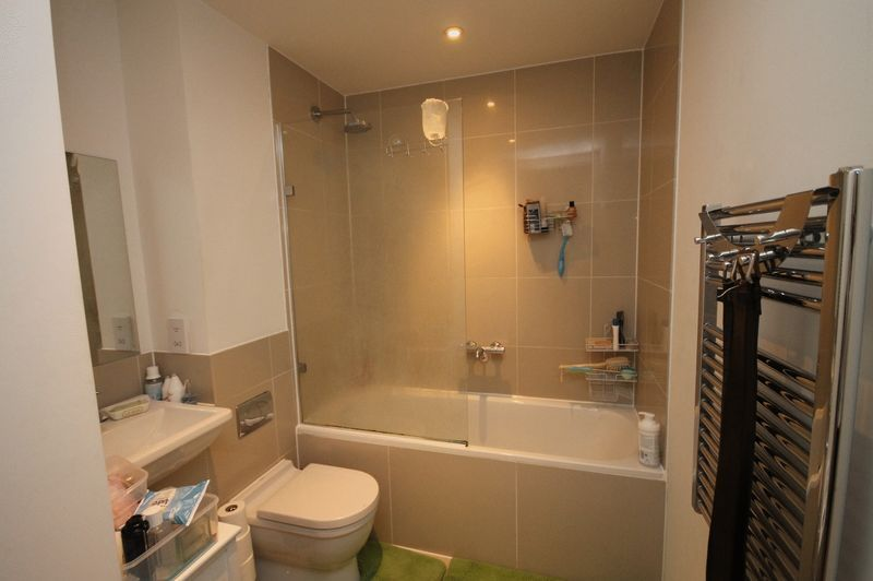 1 bed flat for sale in Skypark Road  - Property Image 5