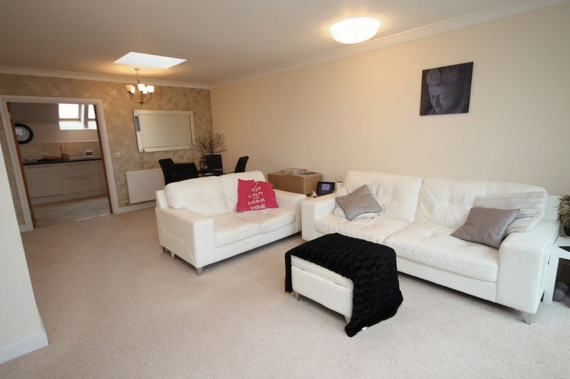 2 bed flat to rent in The Old Orchard 1