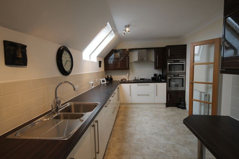 2 bed flat to rent in The Old Orchard 2