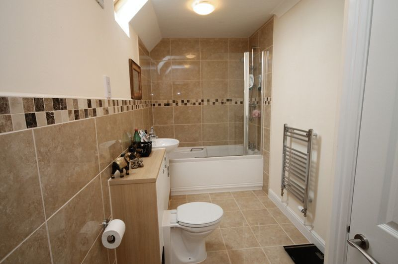 2 bed flat to rent in The Old Orchard 6