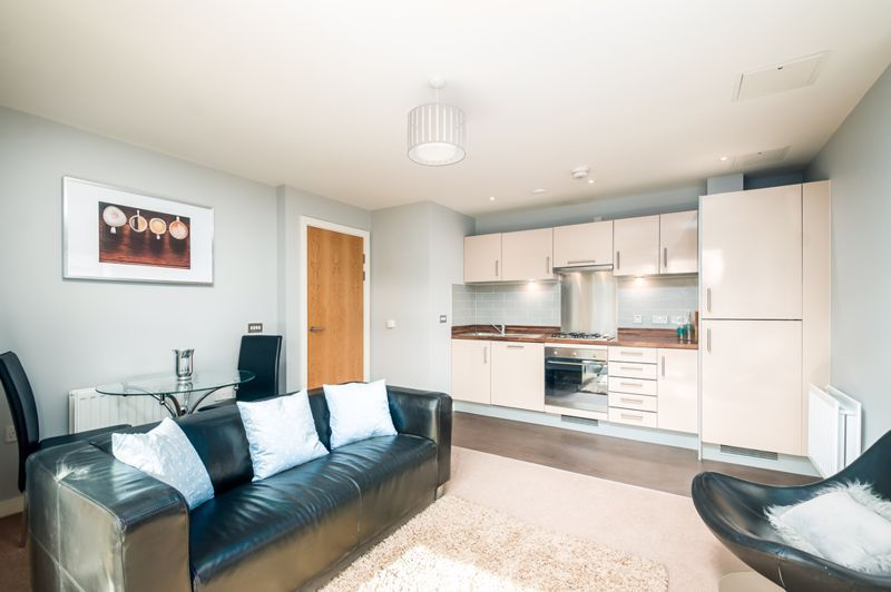 2 bed flat to rent in Broad Weir 2