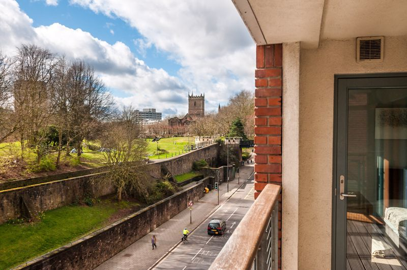 2 bed flat to rent in Broad Weir 11