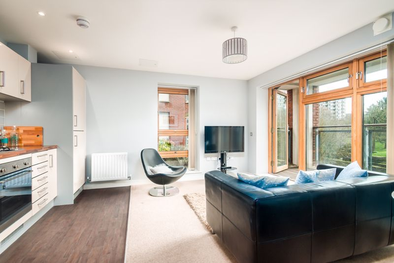2 bed flat to rent in Broad Weir 13
