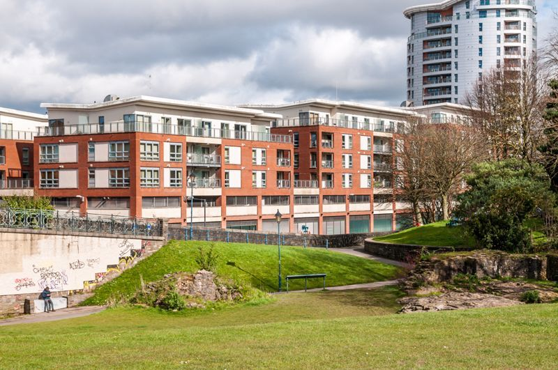 2 bed flat to rent in Broad Weir 17