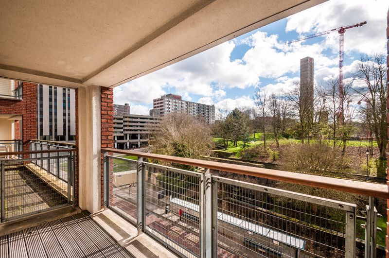 2 bed flat to rent in Broad Weir  - Property Image 7