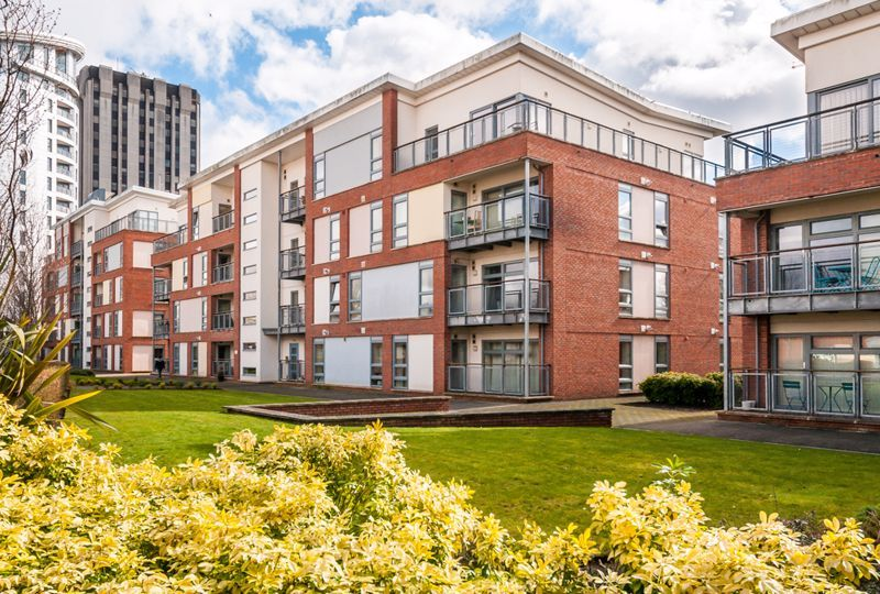 2 bed flat to rent in Broad Weir 9