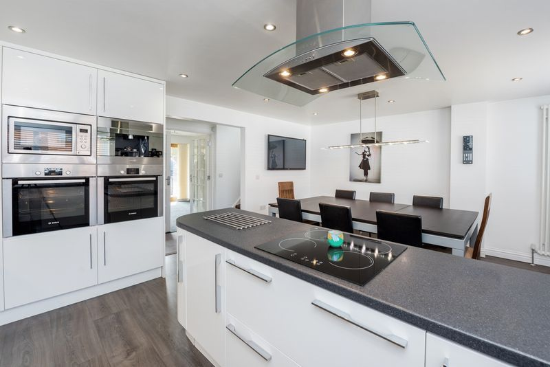 3 bed house for sale in Fallodon Way  - Property Image 4