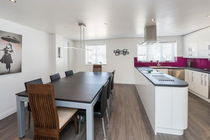 3 bed house for sale in Fallodon Way 5