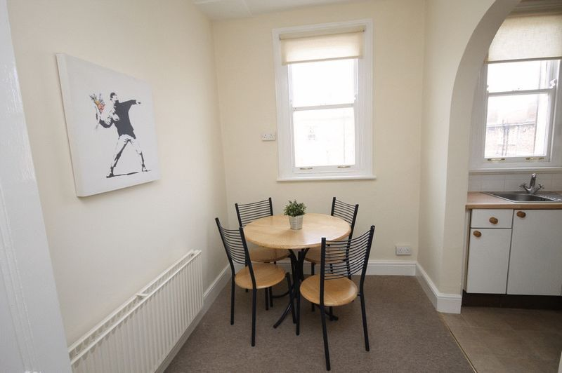 1 bed flat to rent in Pembroke Road 2