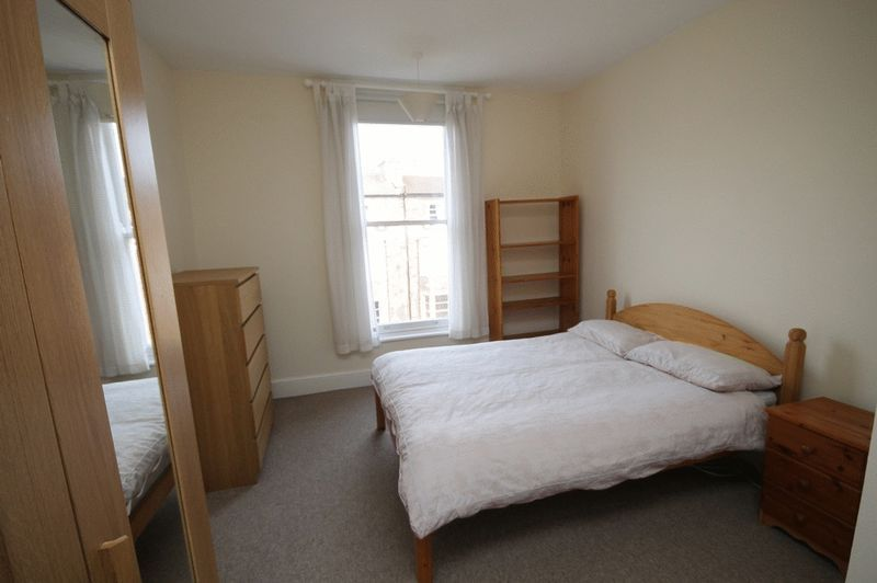 1 bed flat to rent in Pembroke Road 3