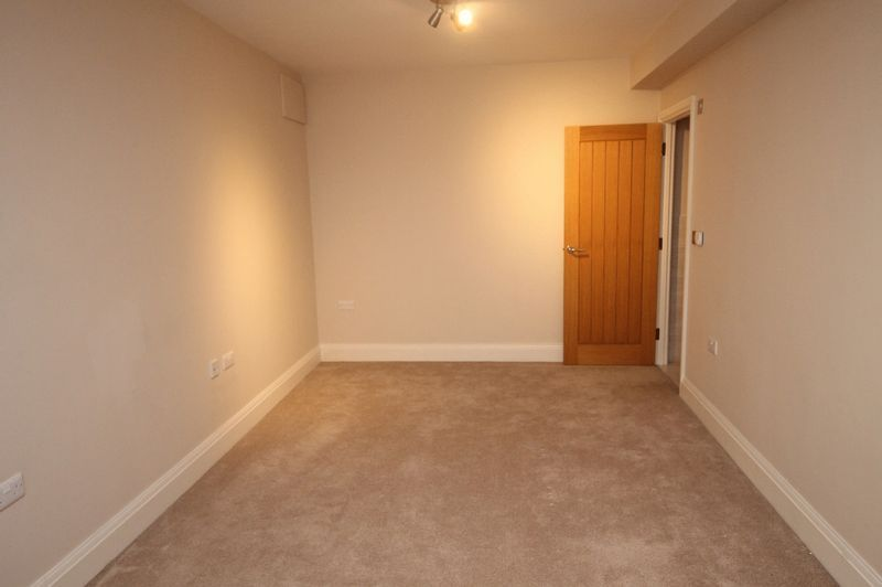 5 bed house to rent in Salisbury Road 8