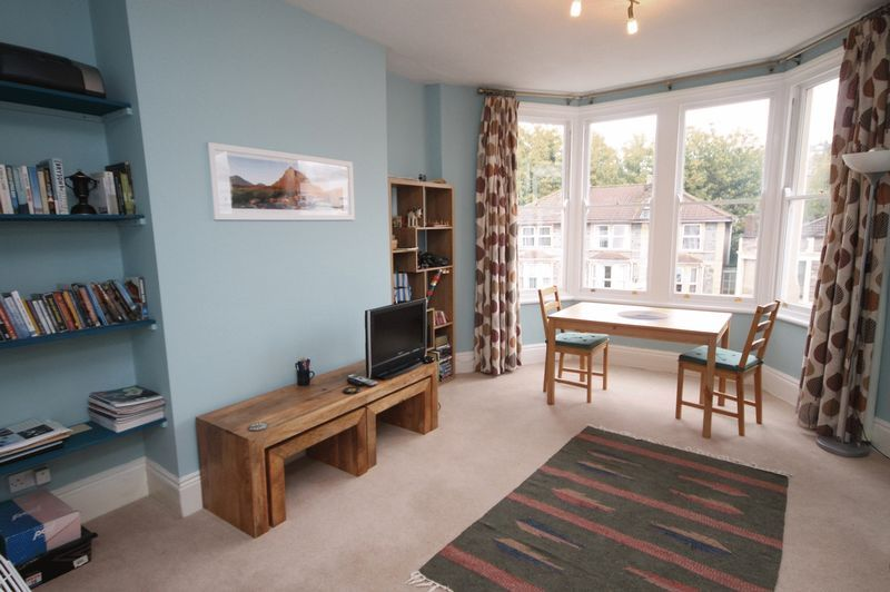 1 bed flat for sale in Cheltenham Road 2