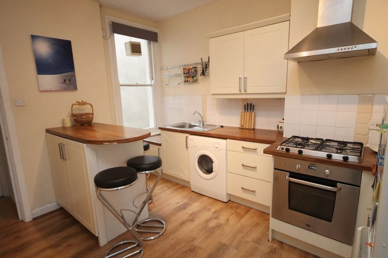 1 bed flat for sale in Cheltenham Road 3