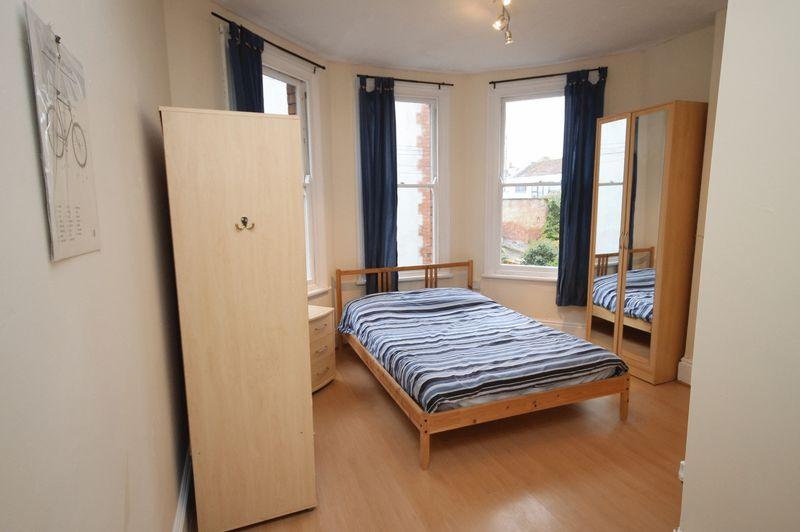 1 bed flat for sale in Cheltenham Road 4