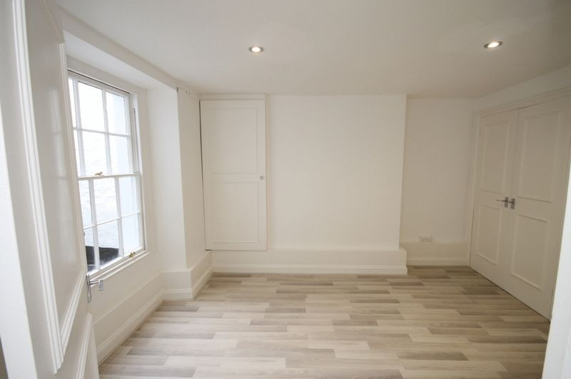 1 bed flat to rent in Princess Victoria Street 4